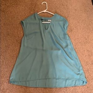 Key hole top with pleated back